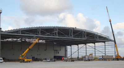 Wide aircraft hangar with patented archspan construction
